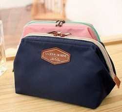 Túi đựng mỹ phẩm Un Jour Dereve