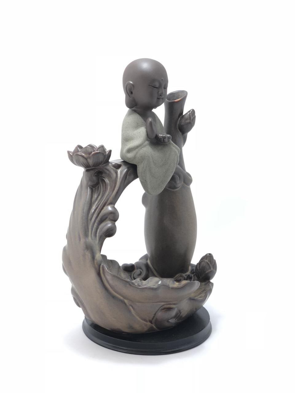 Thác Khói Trầm Hương Phật ngồi trên sóng