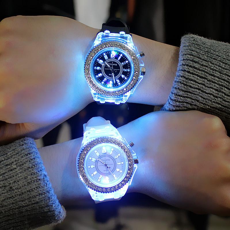 Đồng hồ phát sáng thạch anh
