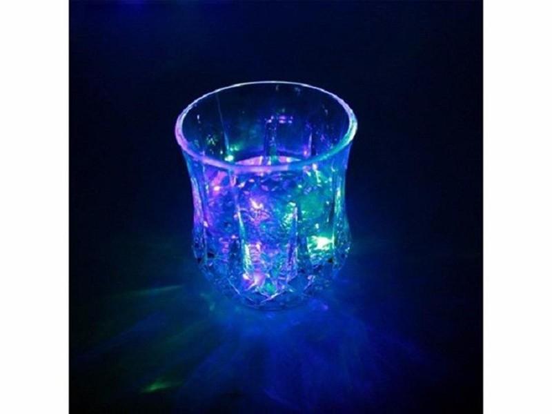 Ly nước phát sáng