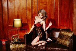 Đầm ngủ lót ren xẻ tà nơ đỏ