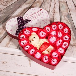 Hộp quà hình trái tim hoa hồng và gấu bông