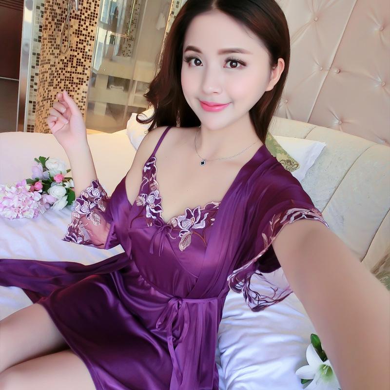 Bộ đồ ngủ sexy thêu hoa kèm áo choàng