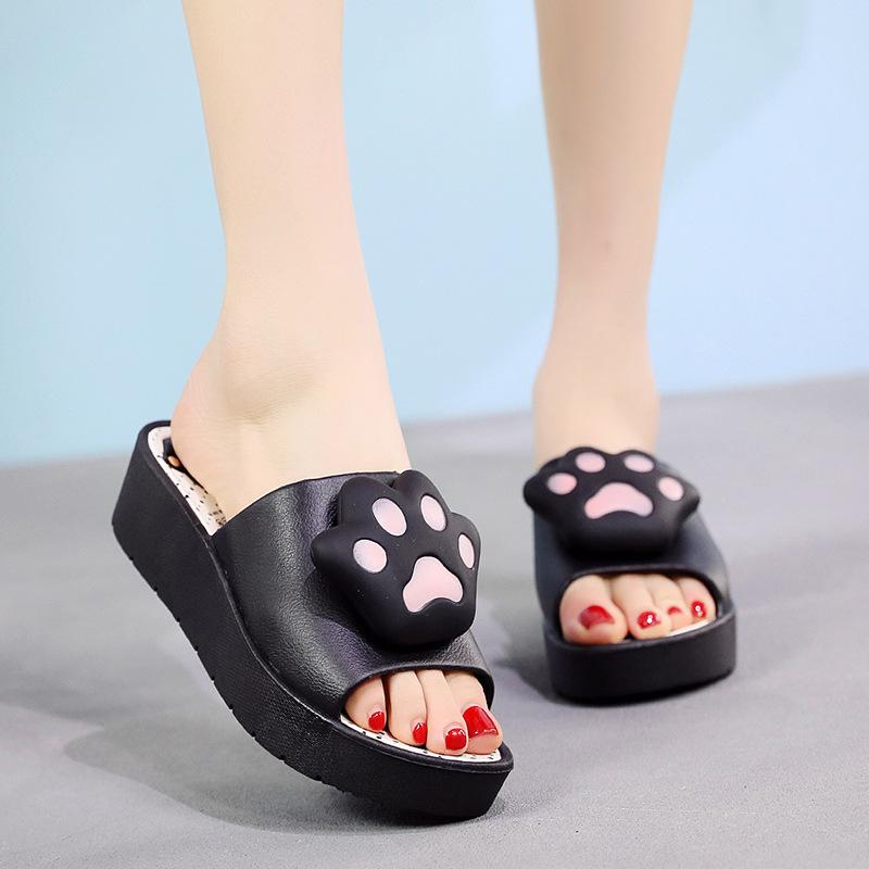 Dép hình chân gấu