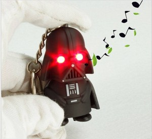 Móc khóa chiến binh đen có đèn