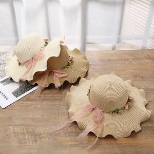 Mũ đi biển vành rộng có vòng hoa