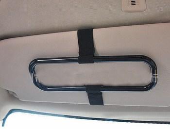 Giá treo khăn giấy trên xe hơi