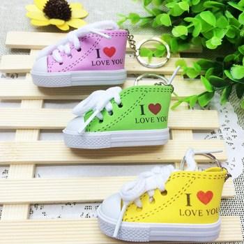 Móc khóa hình giày chữ I Love You