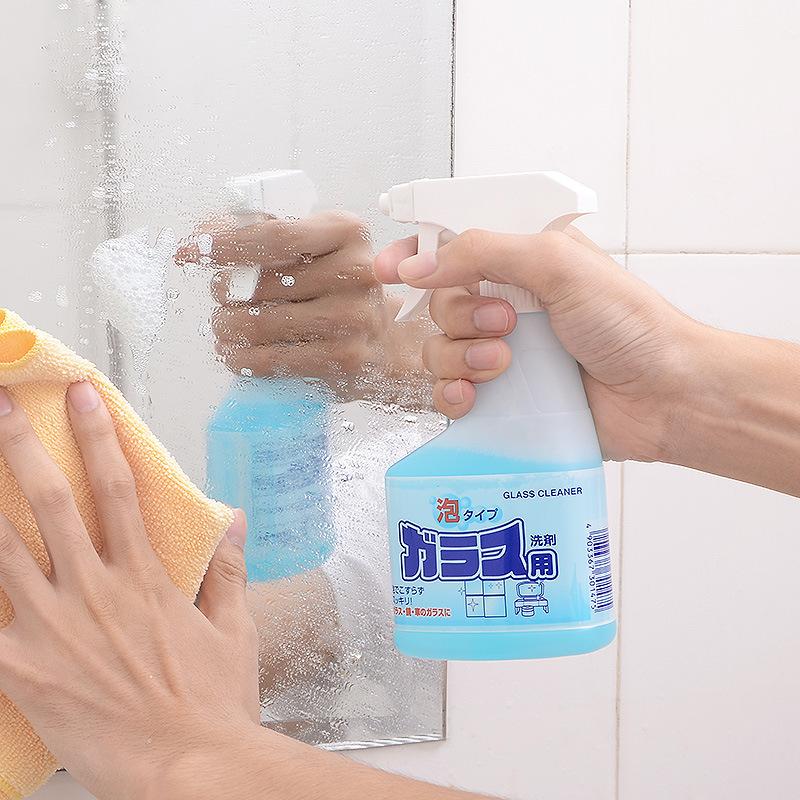 Chai xịt vệ sinh kính của Nhật