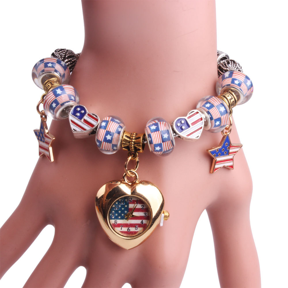Đồng hồ vòng tay lắc hình trái tim đính hạt Quartz