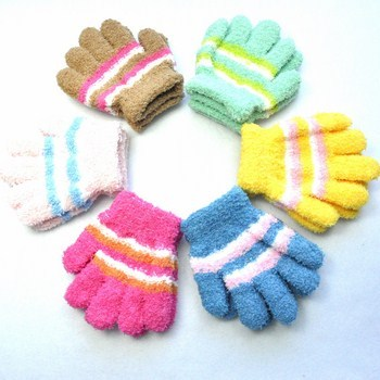 Bao tay len cho trẻ