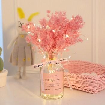 Bình hoa khô kèm dây điện và nơ