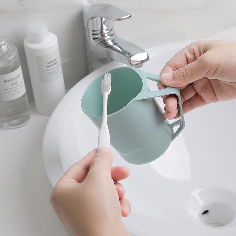 Ly nhựa để bàn chai đánh răng 10x8.5cm