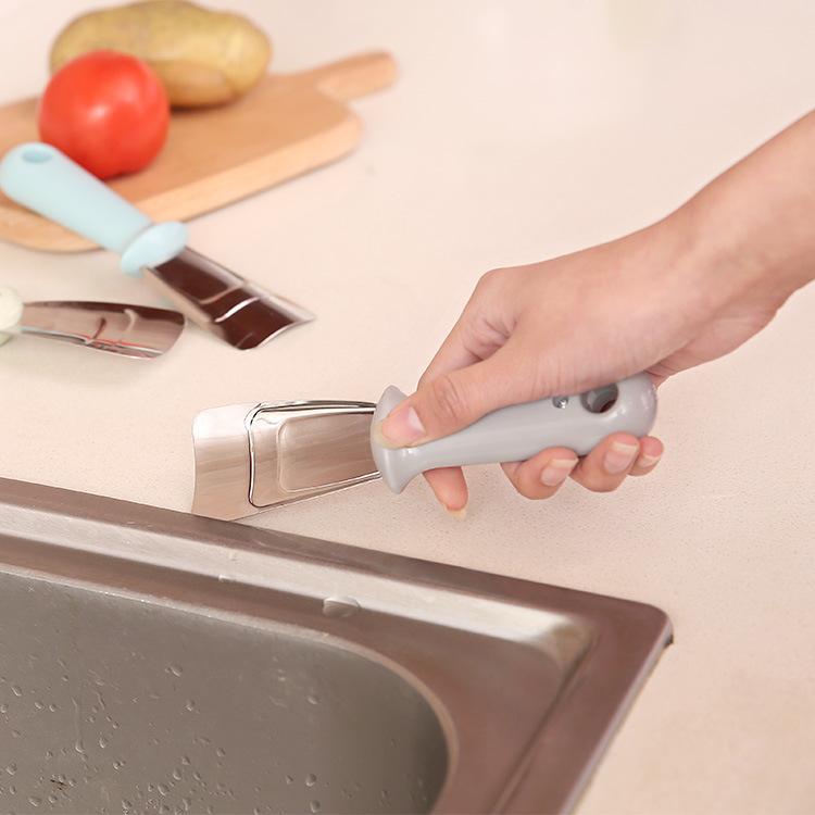 Dụng cụ làm rã đông tủ lạnh tiện dụng