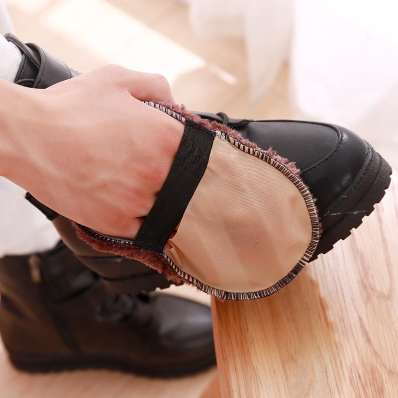Găng tay lau giày tiện dụng