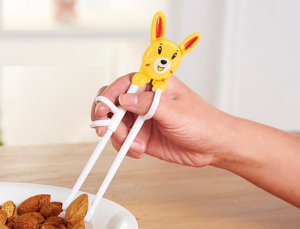 Đũa tập ăn hình thú cho bé